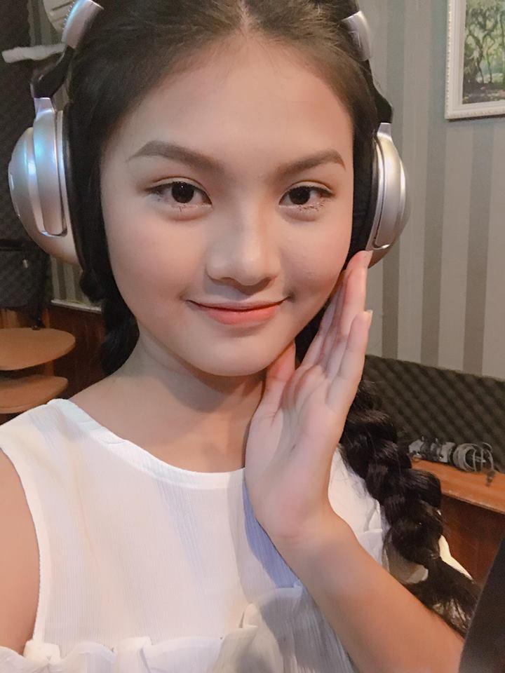 dang-nguyen-phuong-nghi-khoe-net-dep-tuoi-tre-tuoi-thanh-xaun (2)