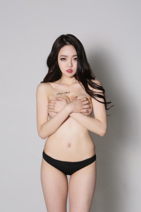 eunsol-dot-mat-fan-vi-khoe-body-qua-goi-cam (6)