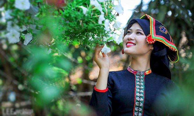 hot-girl-toa-sang-cung-doi-tuyen-nigeria-hong-van-xinh-dep (2)