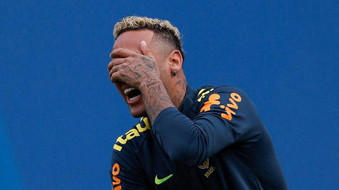 neymar-se-ngoi-ghe-du-bi-trong-tran-gap-costa-rica-1