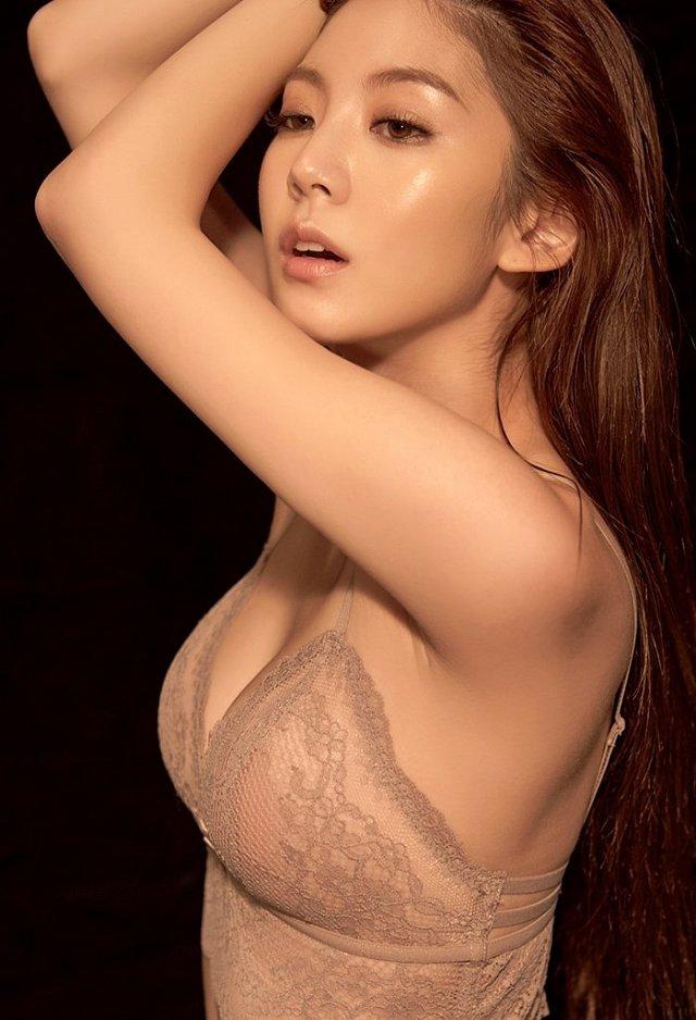 nong-hung-huc-vi-loat-anh-noi-y-cua-lee-chae-eun (8)