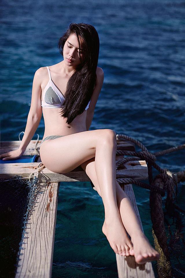 bella-mai-khoe-ve-muot-mat-voi-bikini (7)