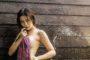 Ngắm Suchada Pramoulkan nghịch nước mướt rượt xua tan nắng hè
