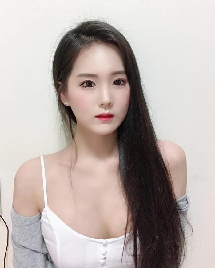 hot-girl-jiinword-khoe-vong-mot-khung-khien-fan-sung-sot (12)
