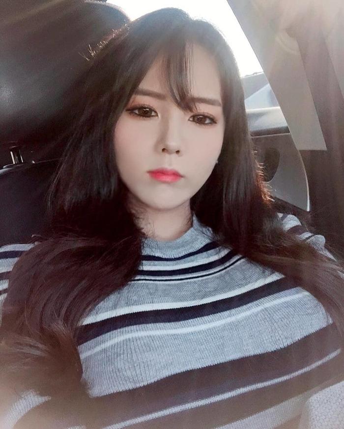 hot-girl-jiinword-khoe-vong-mot-khung-khien-fan-sung-sot (16)