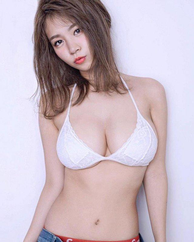 xit-mau-mui-vi-nanoka-khoe-buoi-mong-voi-bikini-ti-hon (10)