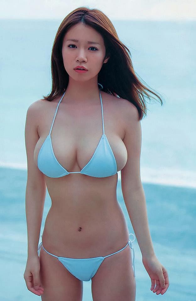 xit-mau-mui-vi-nanoka-khoe-buoi-mong-voi-bikini-ti-hon (5)