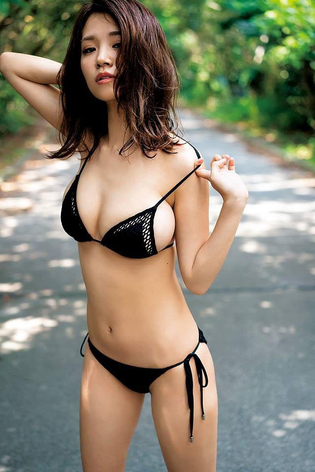 xit-mau-mui-vi-nanoka-khoe-buoi-mong-voi-bikini-ti-hon (6)