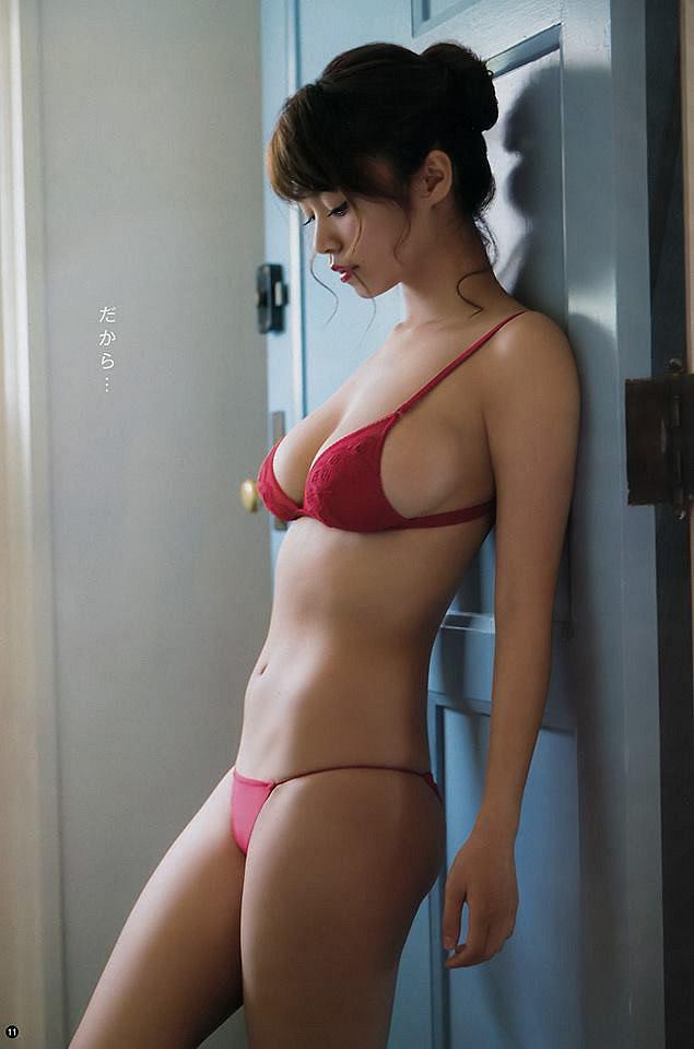 xit-mau-mui-vi-nanoka-khoe-buoi-mong-voi-bikini-ti-hon (7)