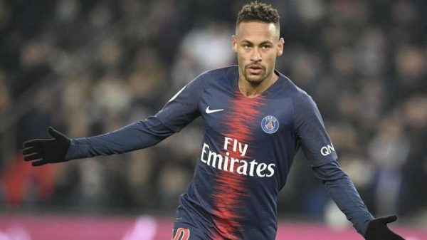 neymar-bi-uefa-dieu-tra-vi-vang-tuc-2